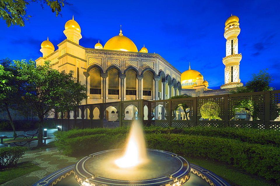 Hassanal Bolkiah Mosque, Bandar Seri Begawan, Brunei, Borneo