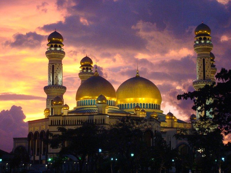 Jame Asr Hassanil Bolkiah Mosque interior
