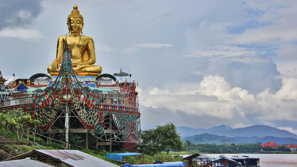 A temple on the banks of the Mekong River in the Golden Triangle in Chiang Saen
