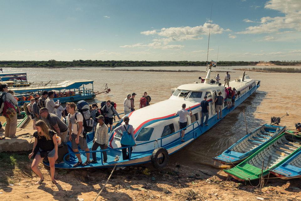 Tonle_Sap_boat