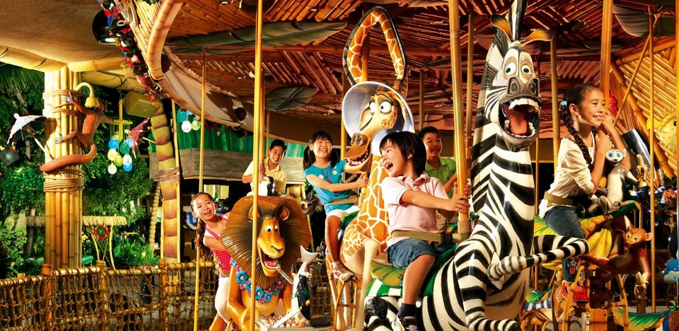 King Julien's Beach Party-Go-Round (Far Far Away)