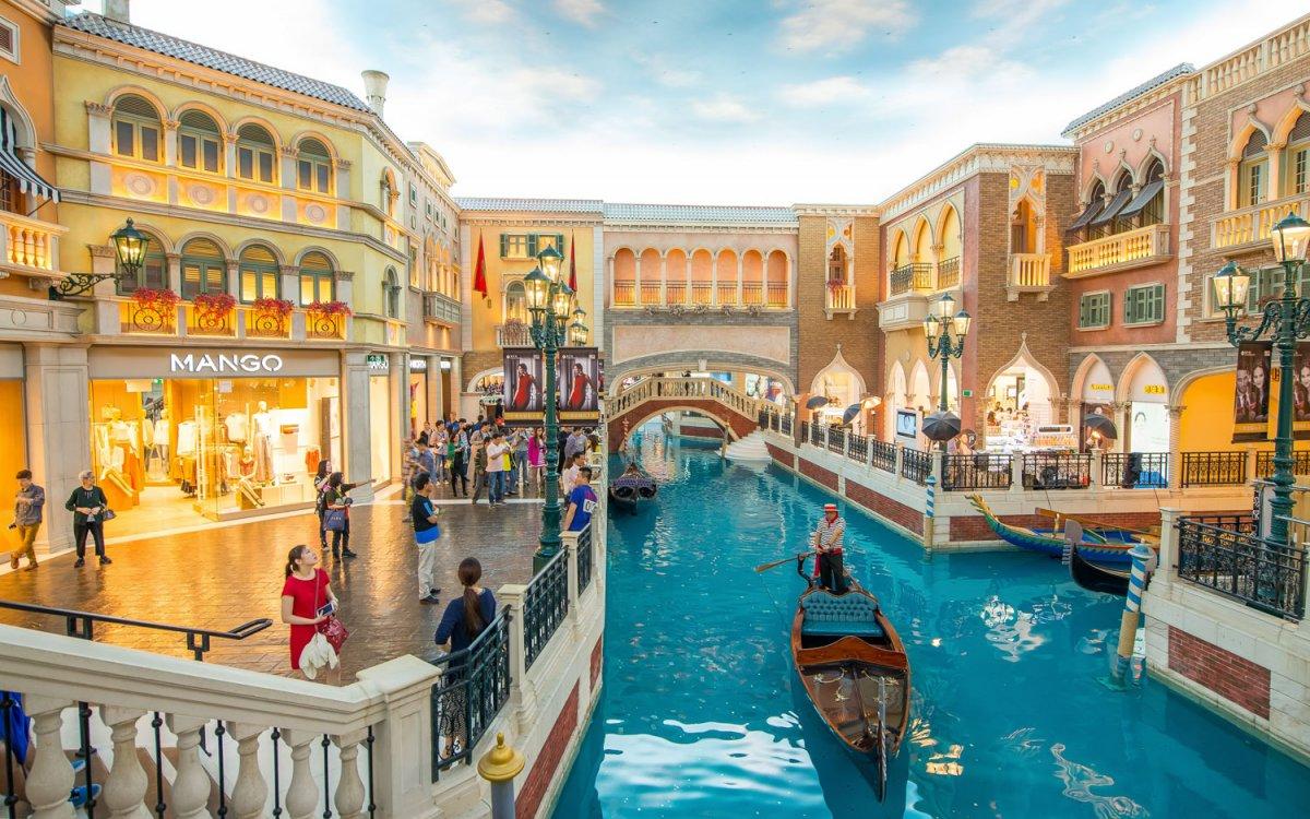 the-venetian-macau-shopping malls