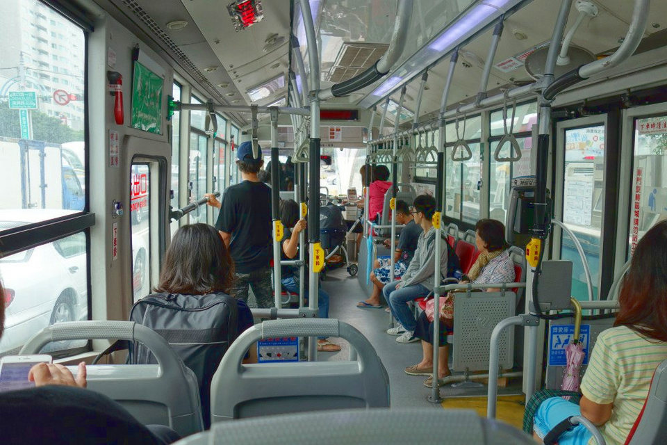 taichung-bus-request-stop-buttons
