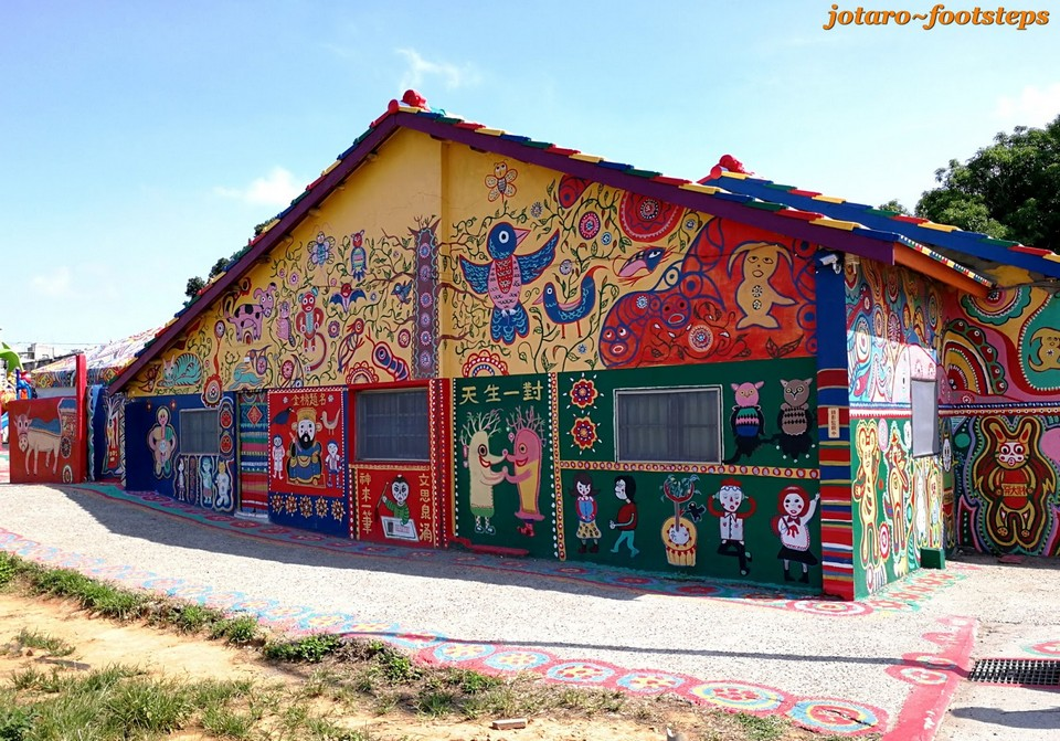 01 Bright Colourful Houses Taiwan Art Rainbow Village Taichung 12