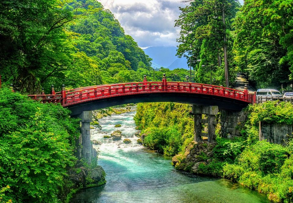 The road to Nikko Toshogu Shrine crosses the Daiya River, with its beautiful Shinkyo wooden bridge.