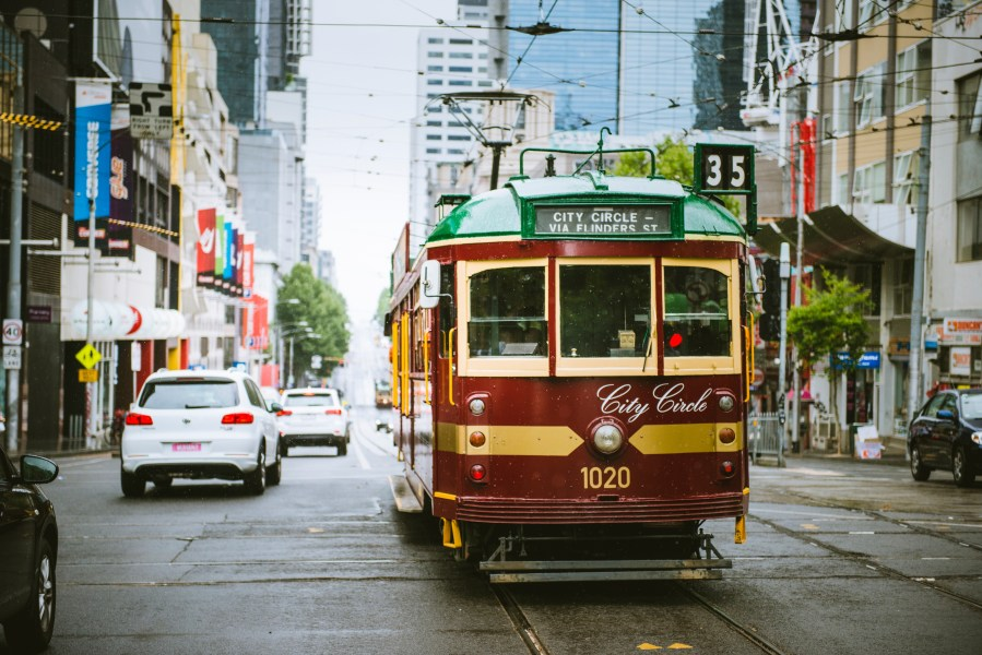 city circle tram Free tourist tram in Melbourne city best of melbourne in a day,one day in melbourne itinerary,melbourne 1 day trip
