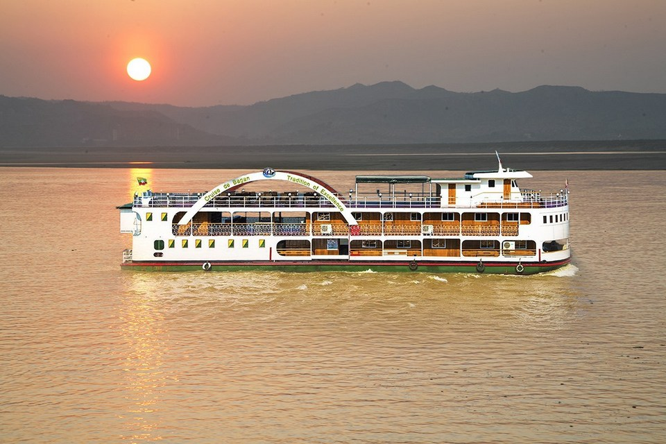 cruise to bagan
