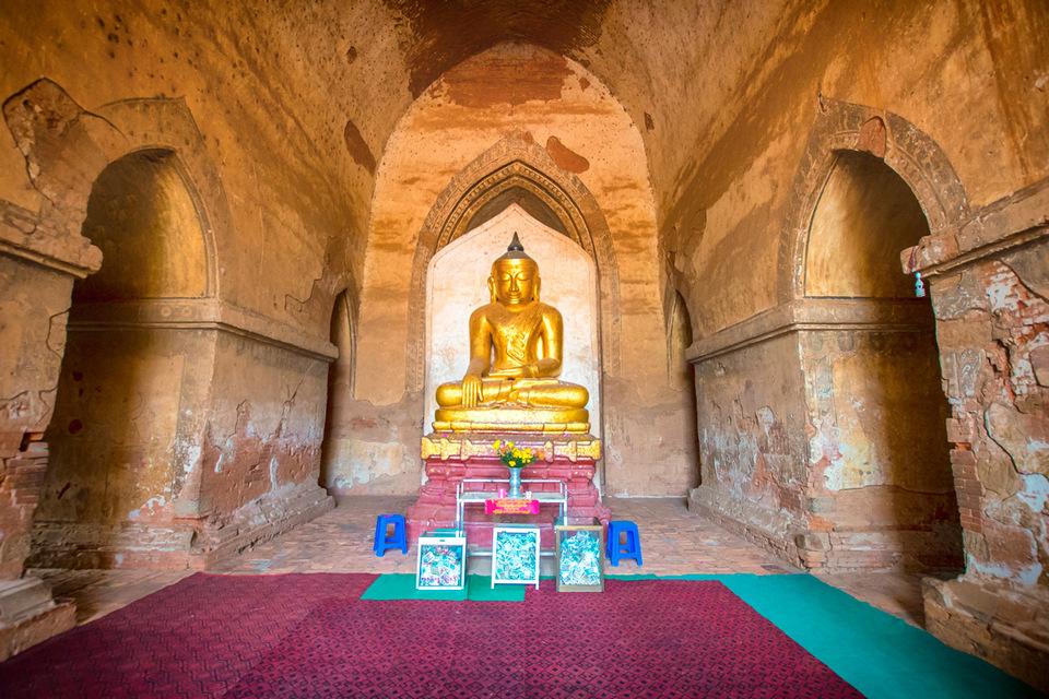 2.Cycling-Bagan-Dhammayangyi-Pahto-inside