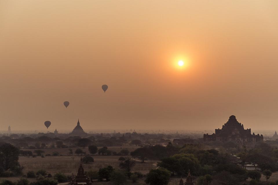 Sunrise at Bulethi2 hot air balloons