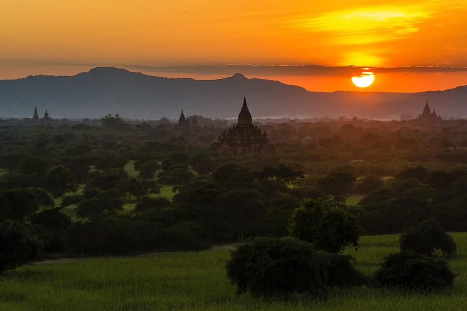 Sunset from Pyathada Paya