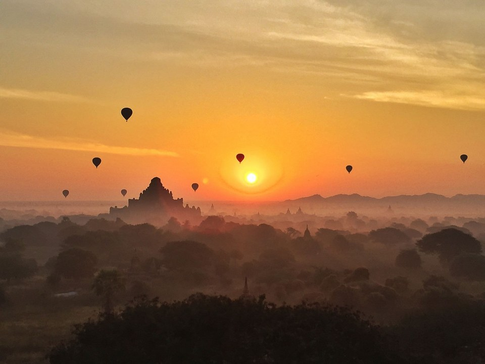 Bagan sunrise with the balloon rides