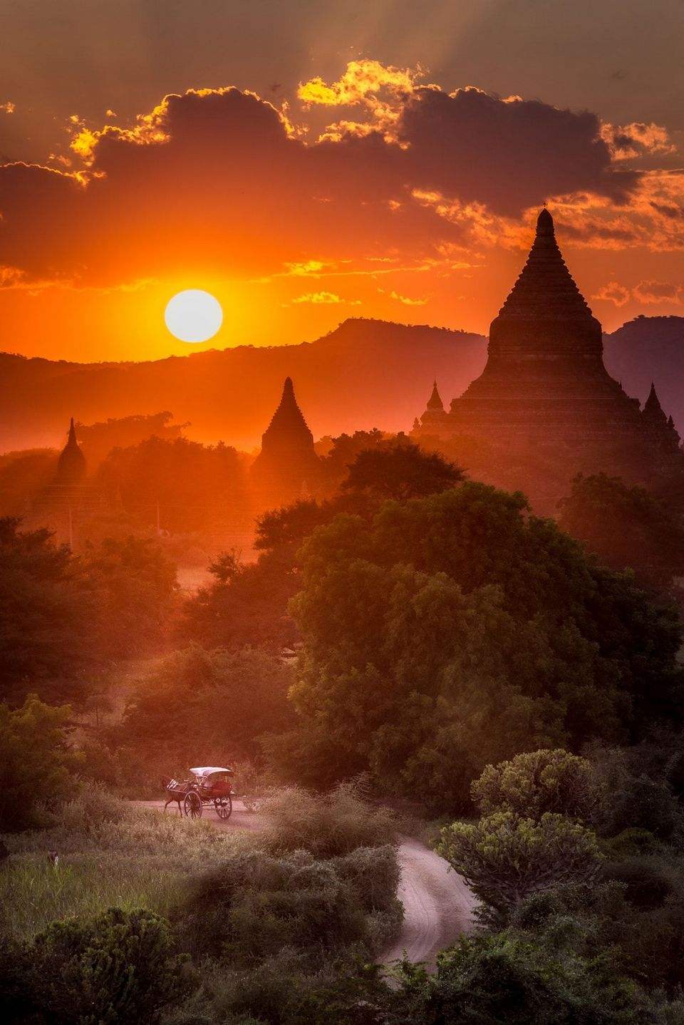 Bagan-sunset-in-Myanmar-1024x550