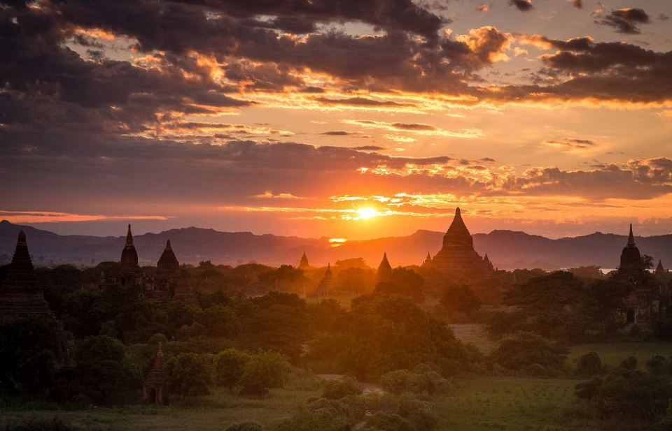 Bagan-sunset-in-Myanmar-1024x550