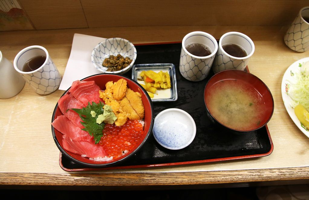 breakfast tokyo sushi-don-japan
