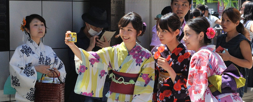 Trying to wear a traditional kimono and walking on the ancient streets of Asakusa would be an unforgettable experience.