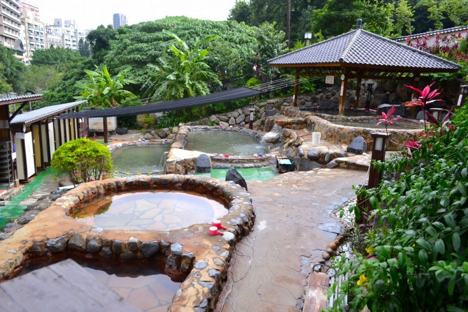 taipei xinbeitou hot spring taiwan travel guide
