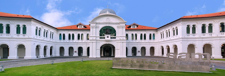 Singapore-Art-Museum_Front-Lawn_1365x460-86a02d3ff4