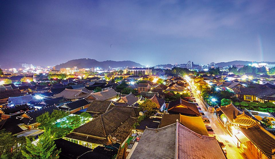 Night view of Hanok Village © Jeonju City