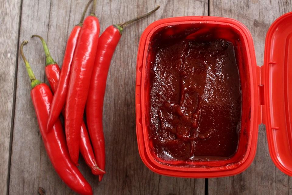 chilli sauce korean Photo: what food to buy in korea blog.