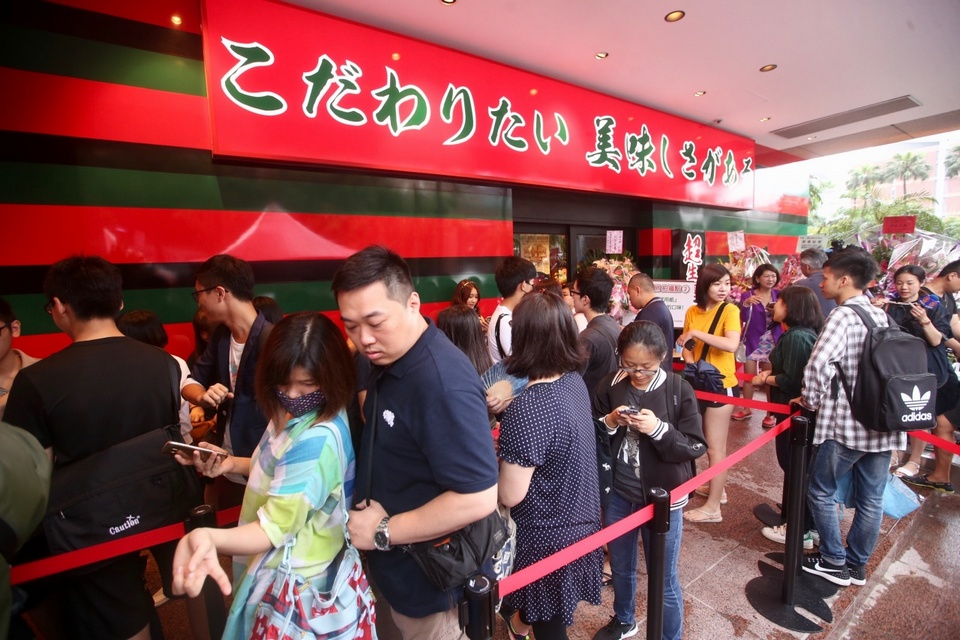 Diners line up at Ichiran Ramen restaurant in Taipei