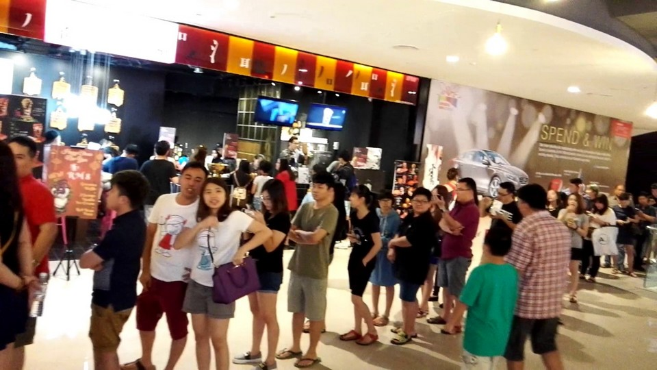 Long queue for Taiwan Cake in Sunway Velocity