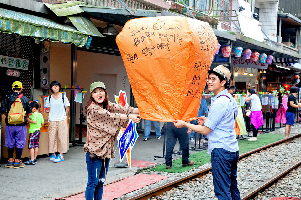Release Sky Lantern in Pingxi