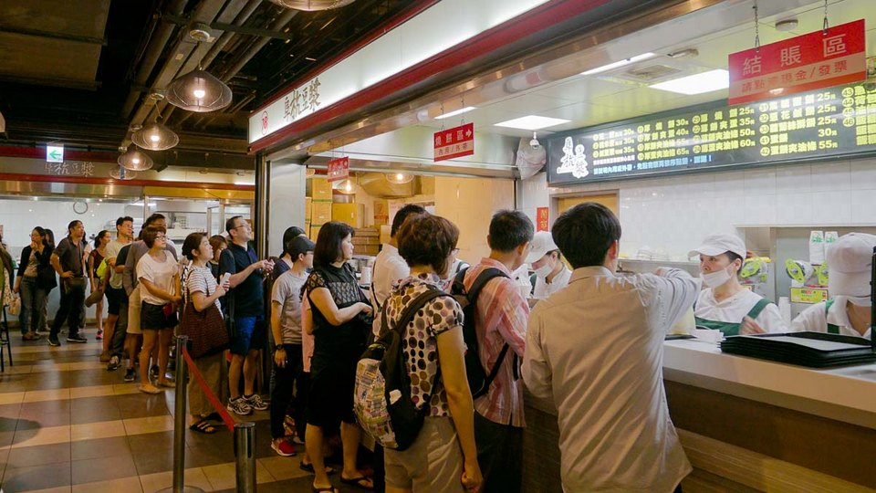 Fu-Hang-Soy-Milk-阜杭豆漿-Queue-Taipei-Itinerary