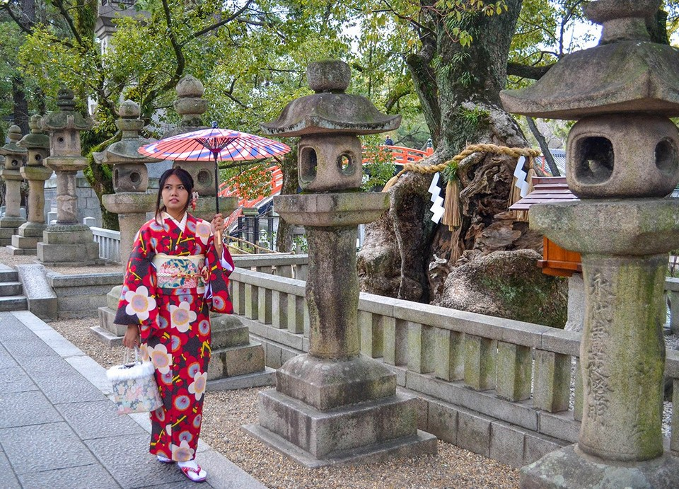 Traditional-Kimono-Rental-Osaka-Japan-Kimono-4