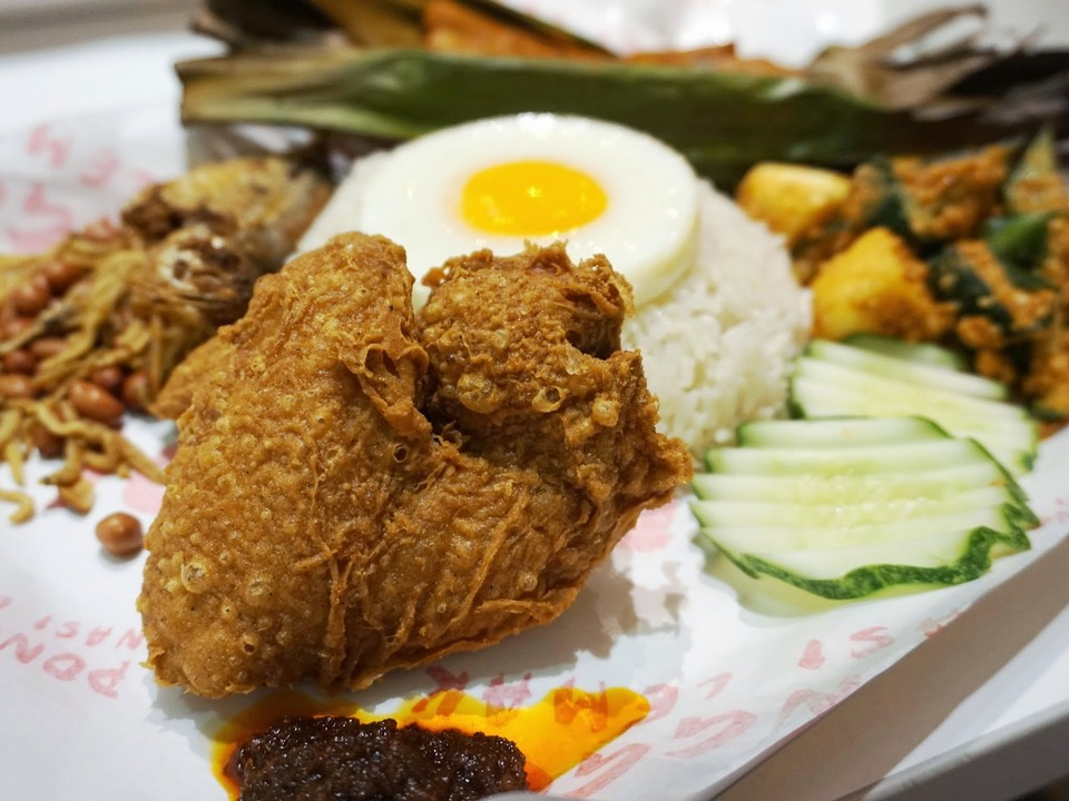 Ponggol Nasi Lemak Centre Picture: best cheap food in singapore blog.