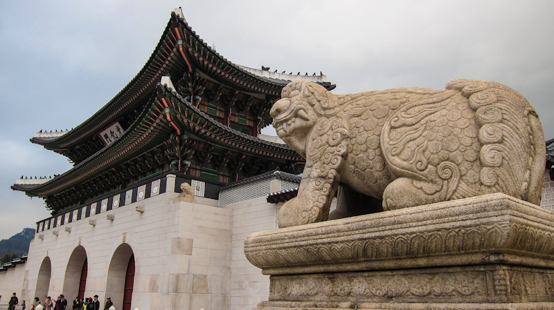 gwanghwamun_gate_the_main_gate_of_gyeongbokgung_palace_seoul
