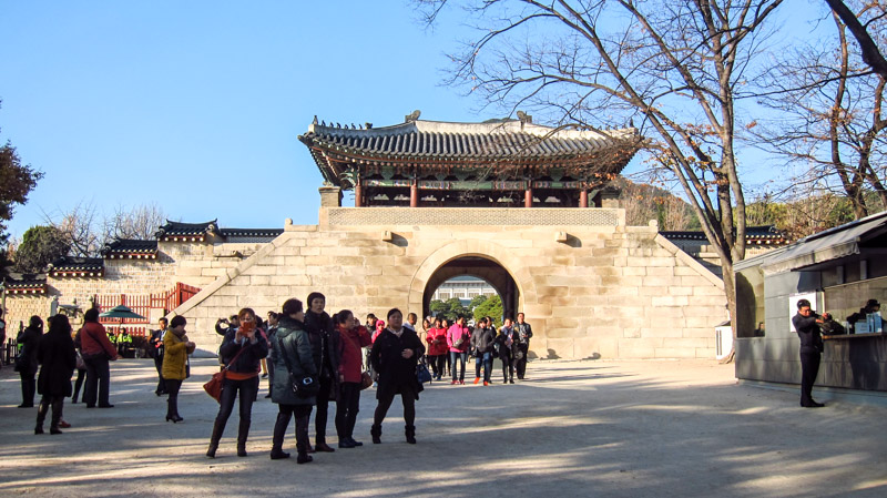 sinmumun_gate_at_the_exit_of_gyeongbokgung_palace