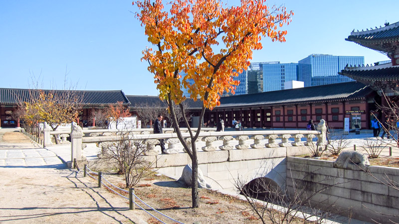 yeongjegyo_bridge_north_of_heungnyemun_gate_at_gyeongbokgung_palace_in_seoul
