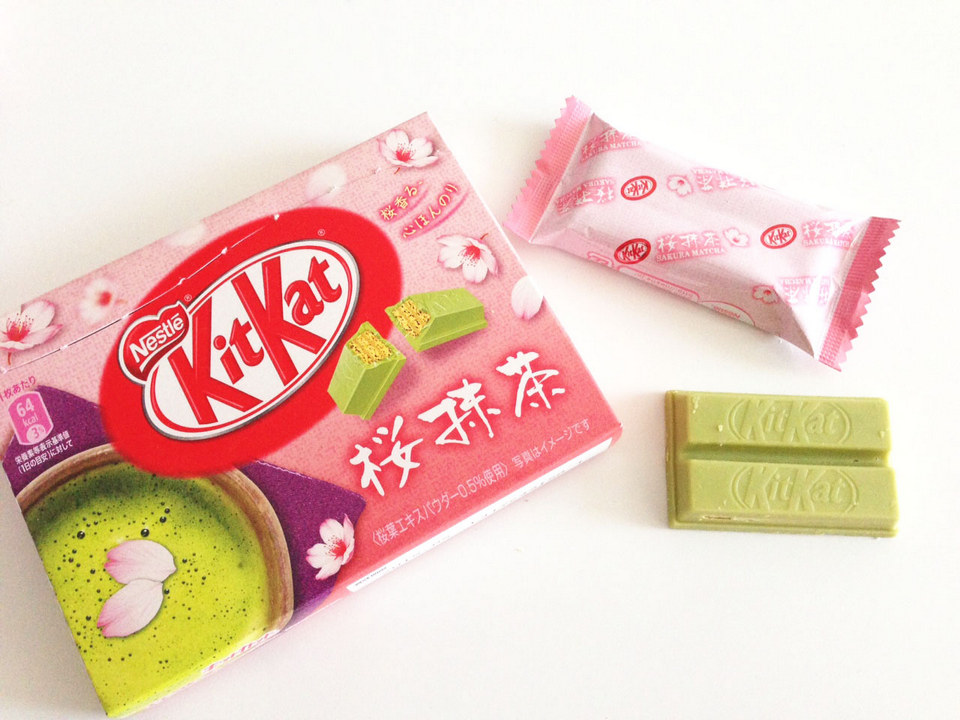 Sakura Matcha Kit Kat best things to buy in japan best items to buy in japan best gifts to buy in japan must buy in japan