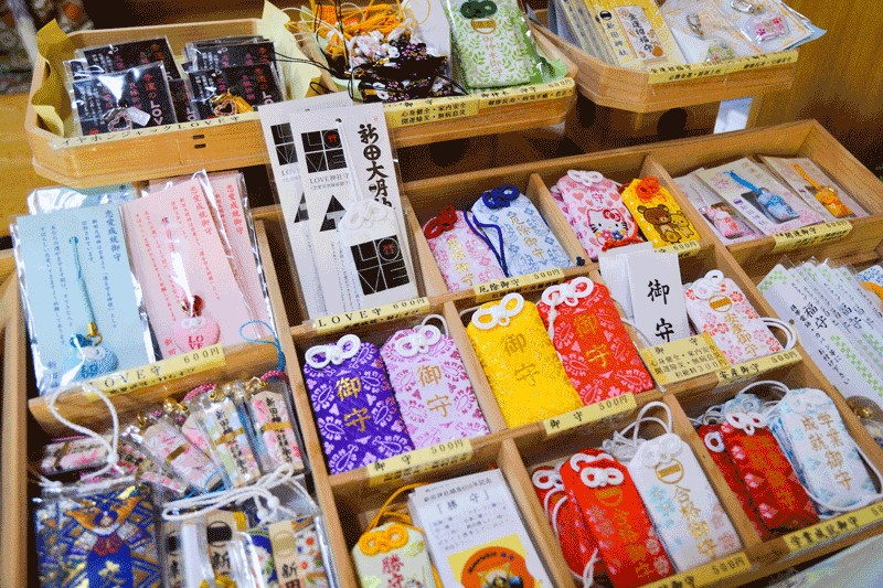 Omamori – Japanese Lucky Charms best things to buy in japan best items to buy in japan best gifts to buy in japan must buy in japan