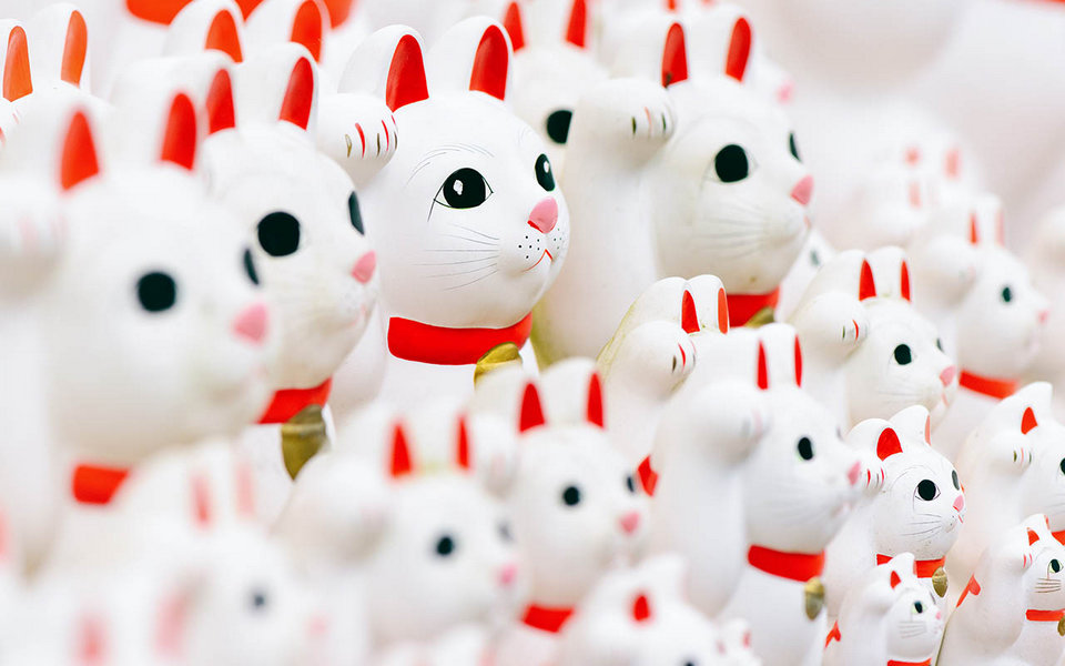 Maneki Neko – Japanese Lucky Cat best things to buy in japan best items to buy in japan best gifts to buy in japan must buy in japan