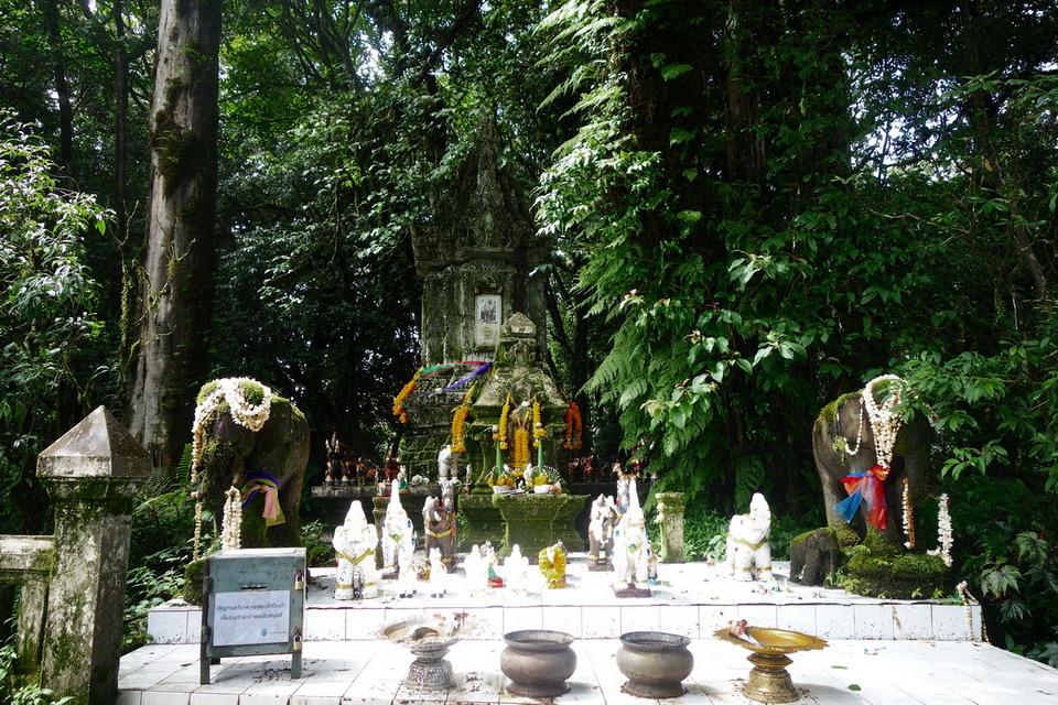Chao Intha Wichayanon stupa3