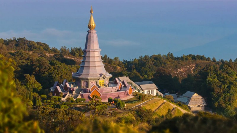 king-and-queen-pagoda-napha-metaneedol-and-napha-pholphumisiri-of-doi-inthanon-chiang-mai-thailand-3-shot_bkhezab__F0000