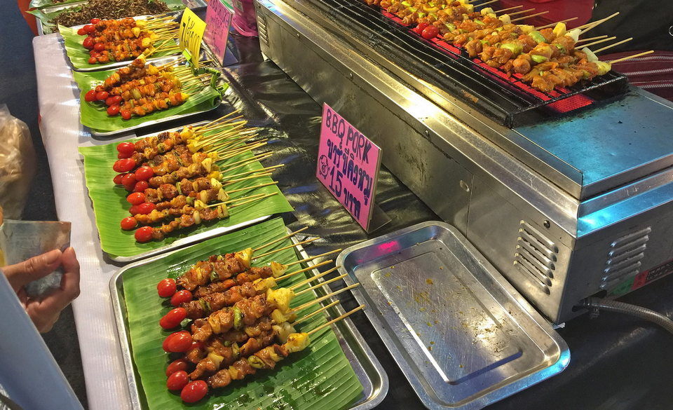 pattaya walking street food night