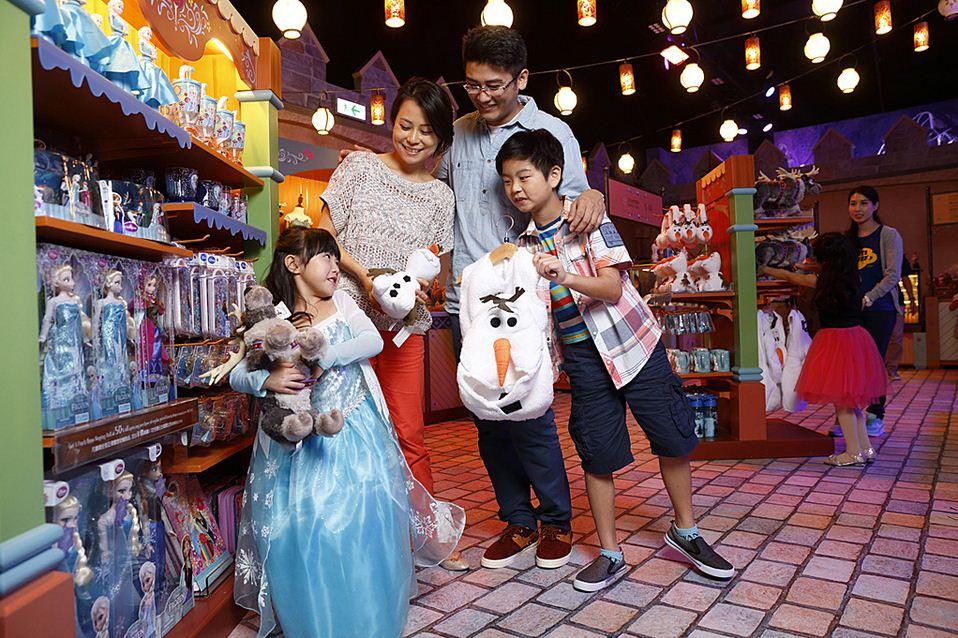 Frozen-Village-Trading-Post-Hong-Kong-Disneyland