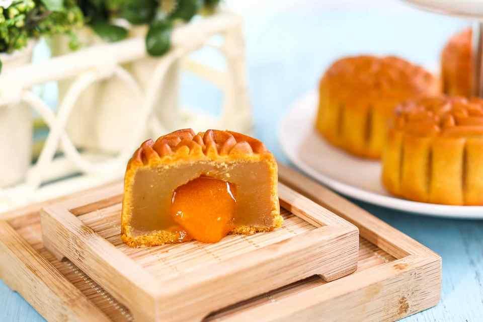 Lava Custard Moon Cake