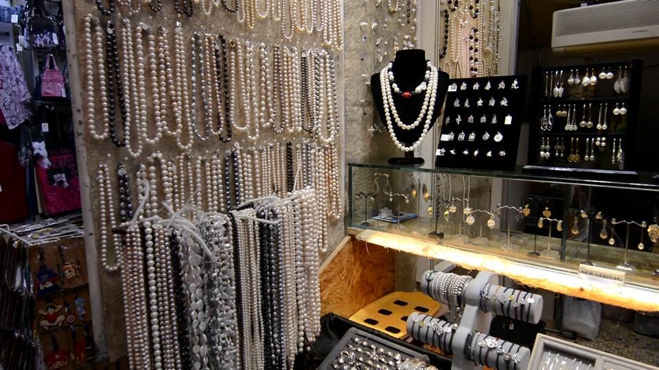 hong kong souvenir items jewelry