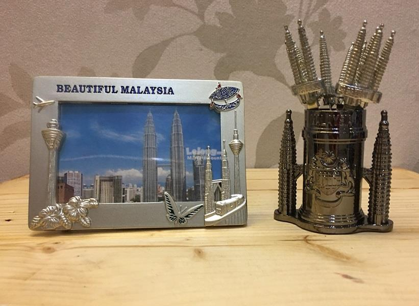 Malaysia Twin Tower Photo Frame & Cocktail Fork