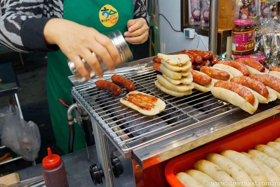 taiwanese sausage night market taipei (1)