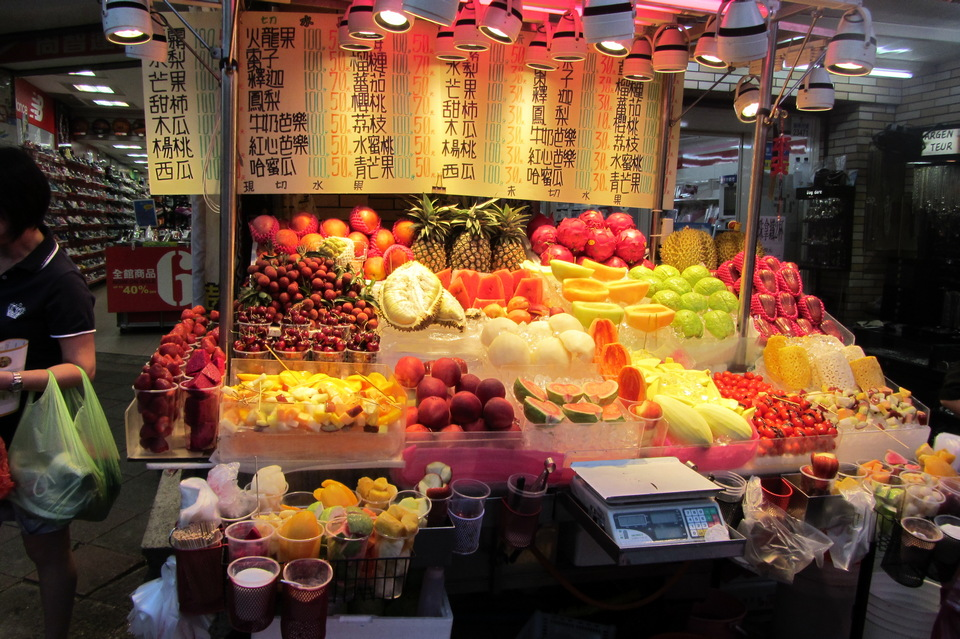 fruit stall shilin-night-market-12