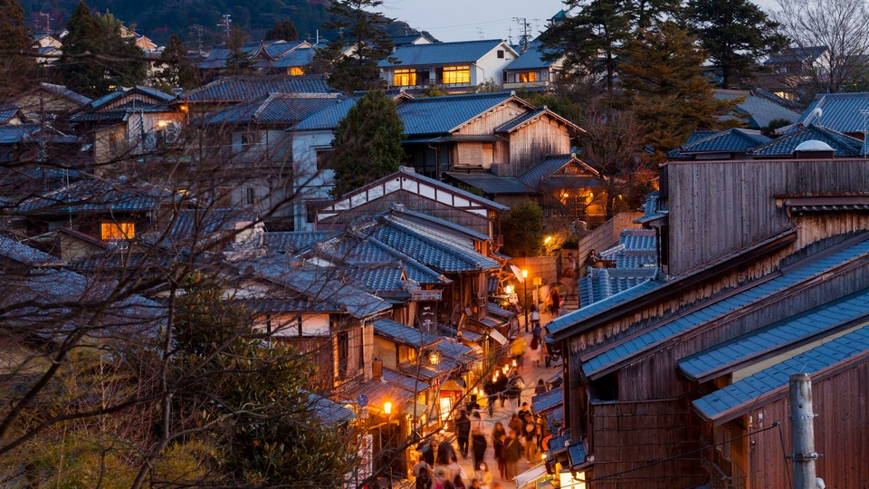 kyoto-gion-district-timelapse-view_vy3htyp5__F0000 (1)