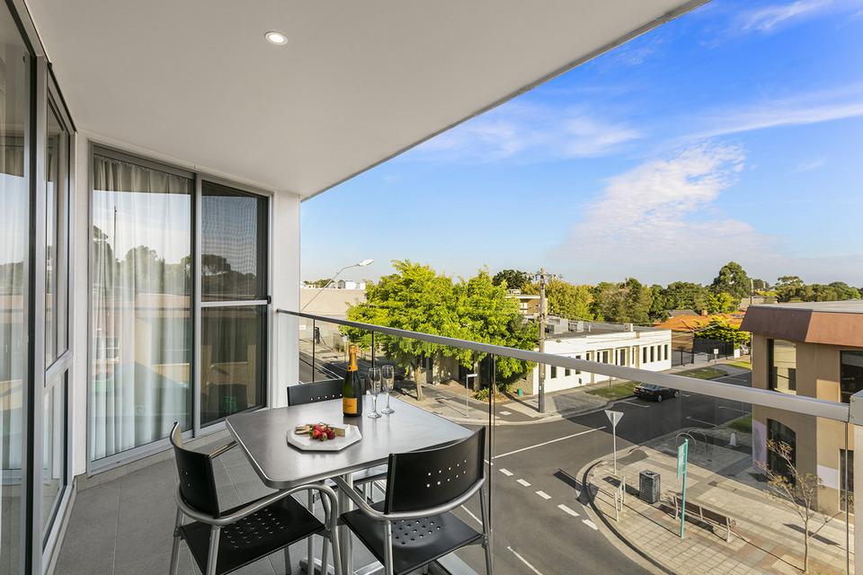 quest-cheltenham-two-bedroom-apartment-balcony