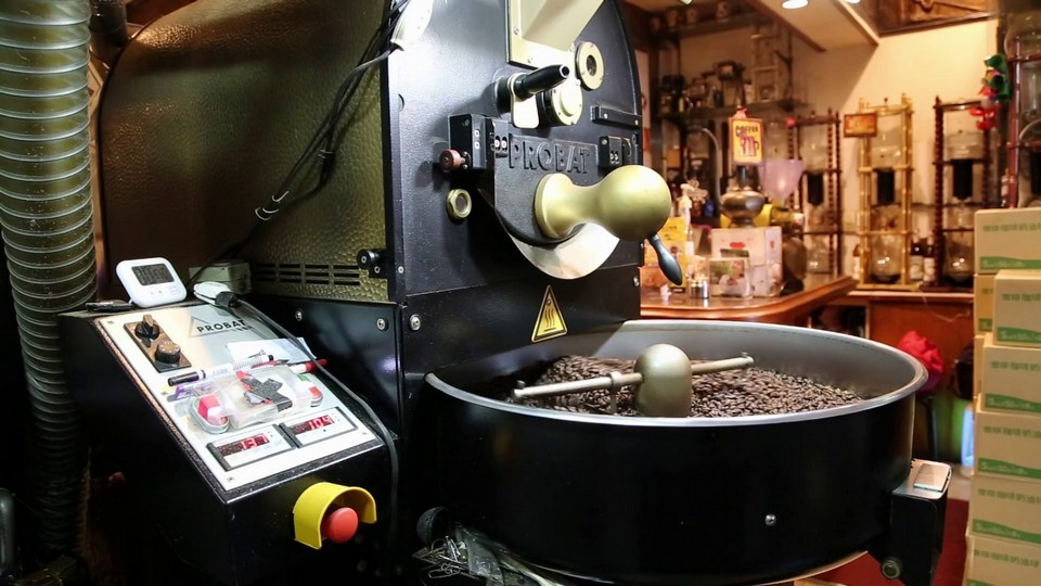 Coffee Roasting Machine In Taipei Coffee Shop