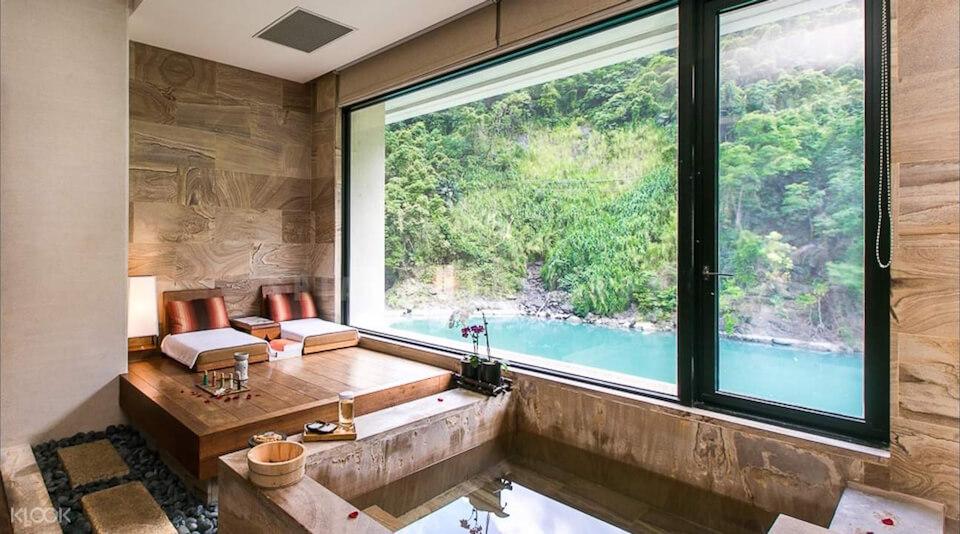 Wulai hot spring Credit: volando urai hot spring review blog.