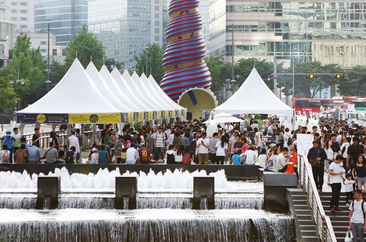 Cheonggye-Plaza-Season-Market
