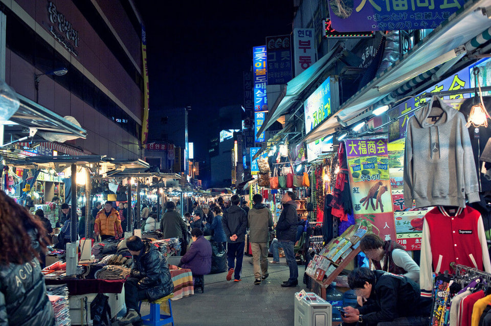 1Shop all night at Dongdaemun Night Market